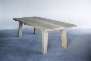 WOUD TABLE